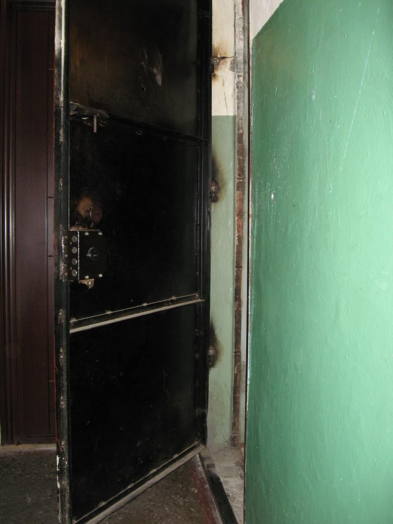 железная дверь со второй створкой