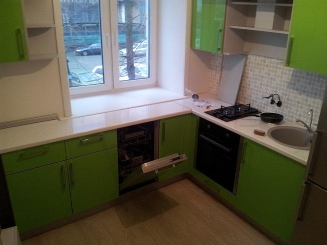 Угловая кухня 12 кв м дизайн с холодильником 155