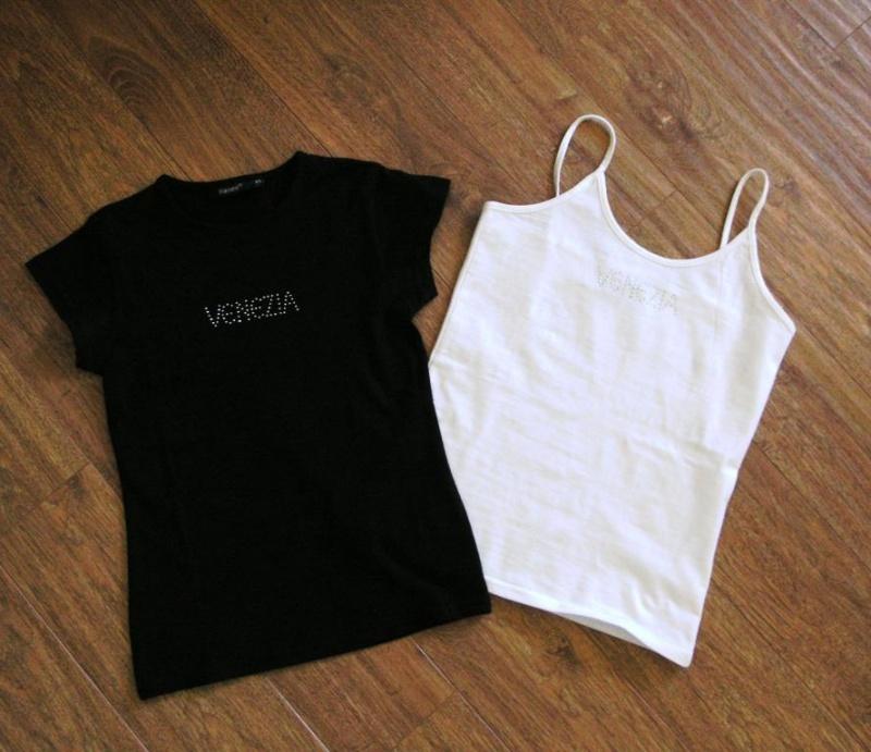 Продам новые топы из Италии, надпись VENEZIA муж привез в подарок, но мне  они малы размер XS, состав 95% х б, 5% эластан черный на 38-40, белый на  40-42 c2346a9e05f
