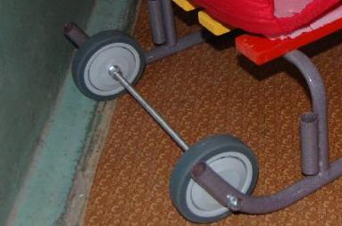 Как сделать колесики к санкам своими руками