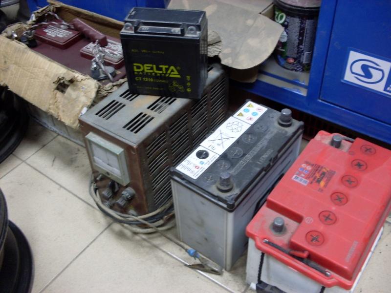Однако, встречаются и обслуживаемые аккумуляторы, где сверху установлены пр