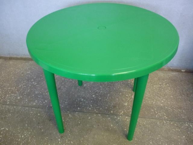 Стол из пластика
