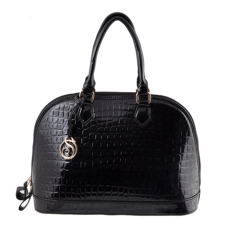 Женская сумка с фурнитурой.