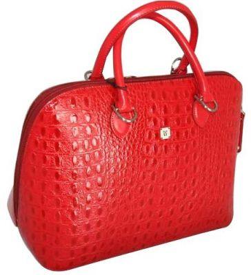 красная лакированная сумочка.