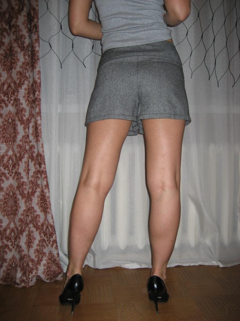кончить на юбку девушке когда пришло
