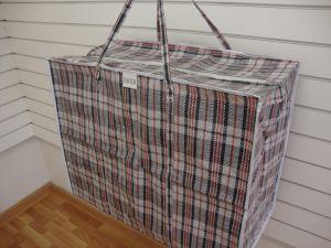 Девочки, подскажите, кто знает где можно купить такие клетчатые хозяйственные сумки здоровые, с которыми еще челноки...