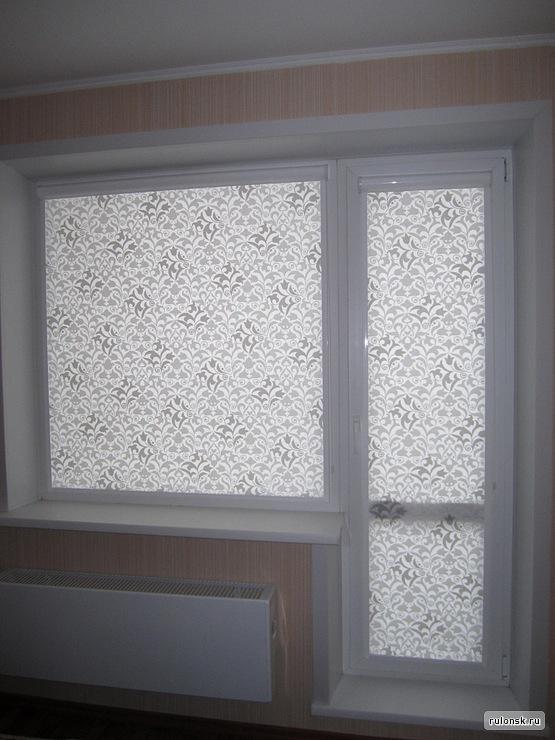 Жалюзи на балконную дверь фото