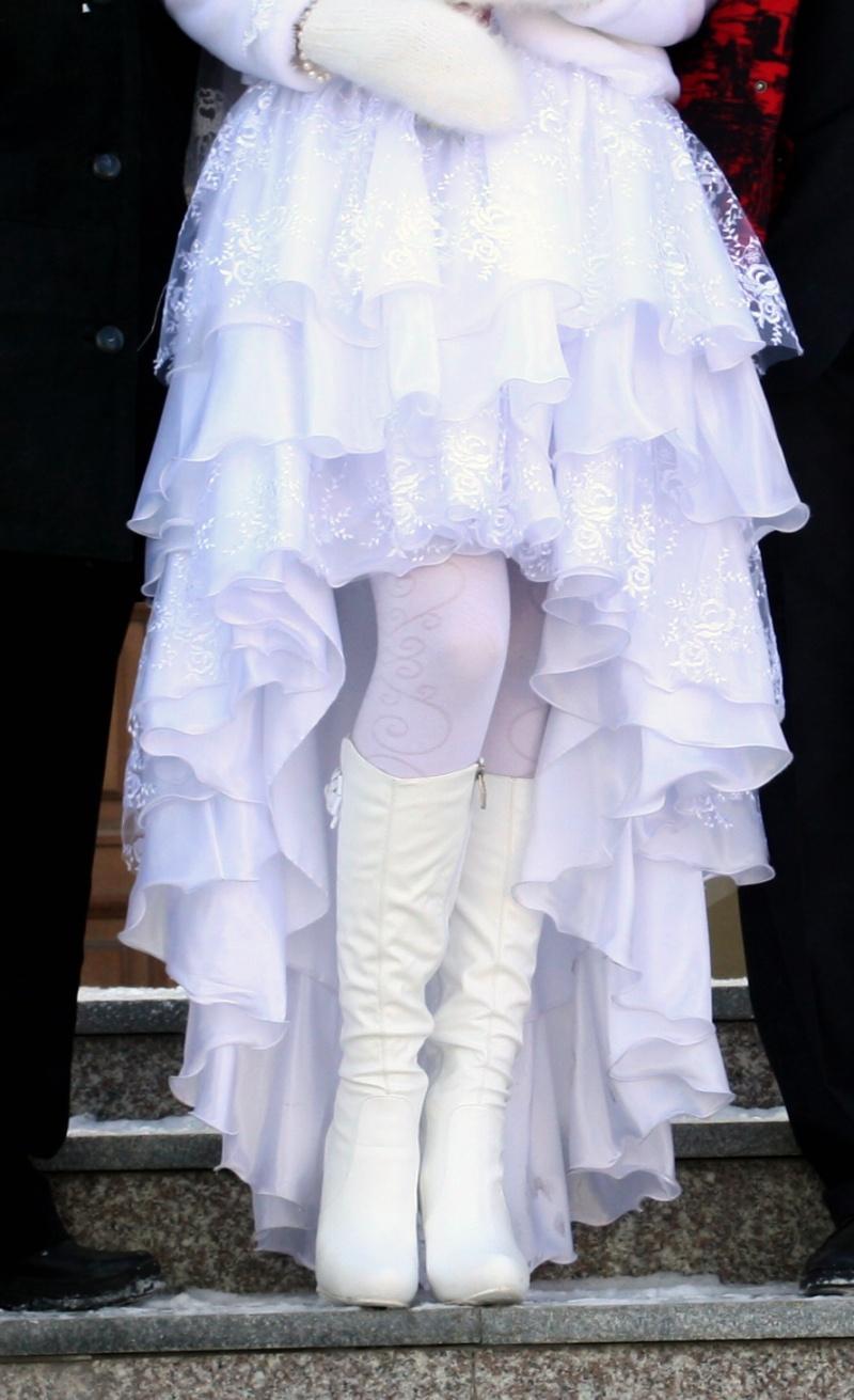 Белые сапоги на свадьбу - ботильоны, ботфорты и
