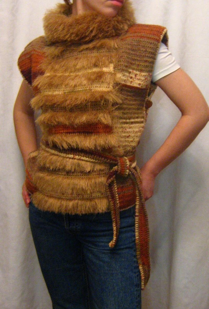 Вязаные жилеты с мехом своими руками 31