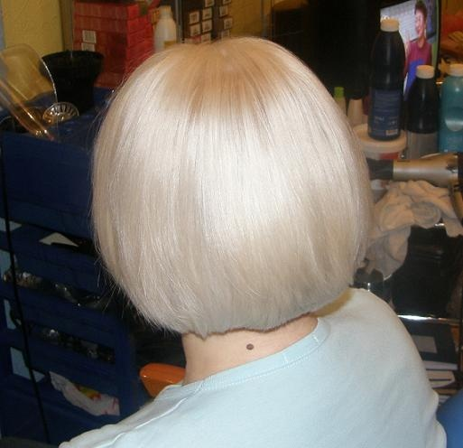 фото со спины блондинки с каре фото