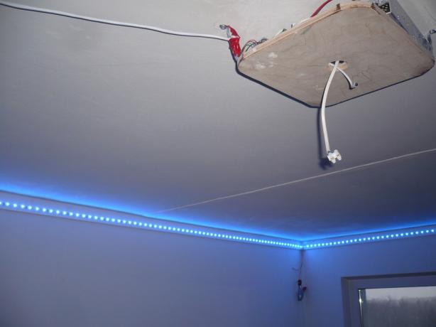 Крепление потолочной люстры к натяжному потолку.  Монтаж люстры на натяжной потолок.
