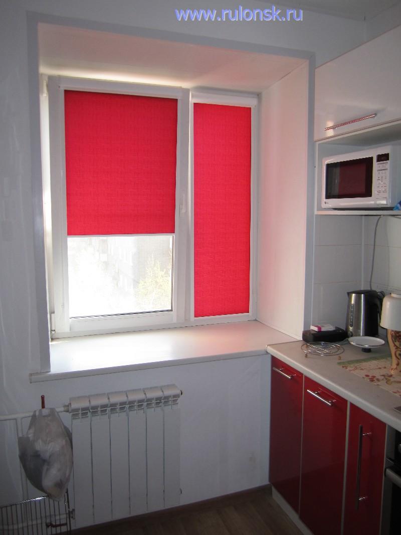 Красные жалюзи на балкон фото.