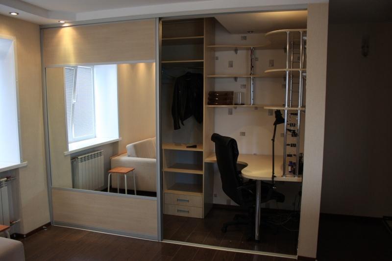 Шкаф купе со встроенным комьютерным рабочим местом фото.