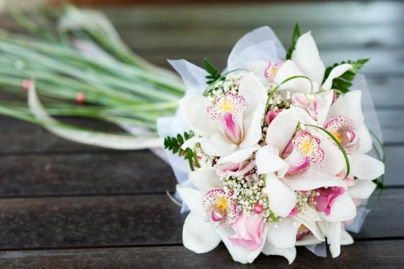 Уральских роз, свадебного цветов свадебный букет в августе